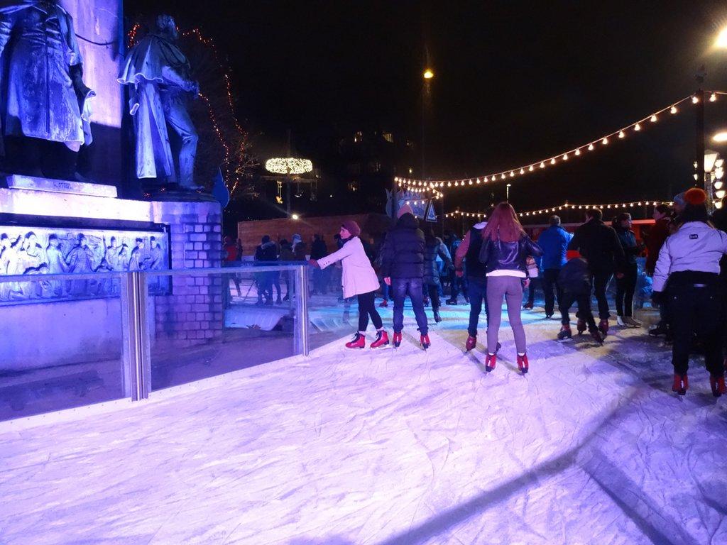 Koeln Magazin Eislaufen In Heinzels Wintermarchen Am Kolner Heumarkt